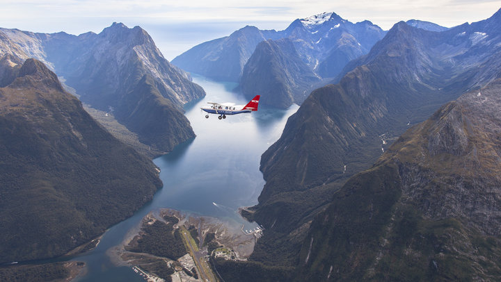 milford-sound-scenic-flights